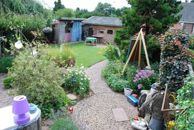 Tuin met sfeervolle ruimte